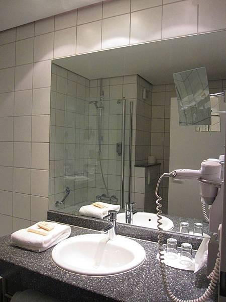 飯店浴室02.JPG