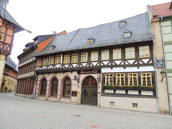 Wernigerode_46 市政廳旁的旅館.JPG