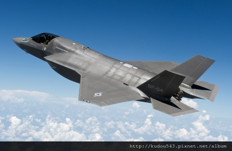 f35_stovl_in_flight