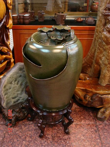 鶯歌老師傅手工拉的一個壺