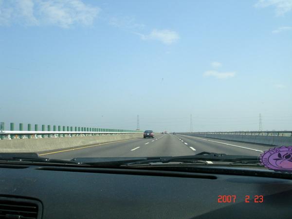 七點半大家準時出門,高速公路一路順暢