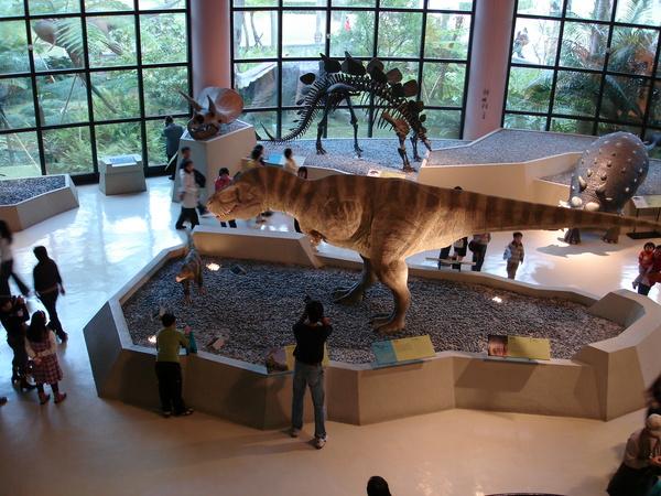 Jeffy 和草裙恐龍在看的view
