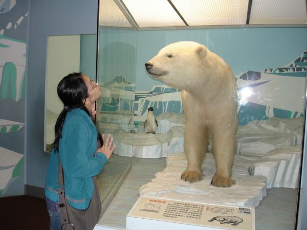 好可愛的熊熊~~親一下!!