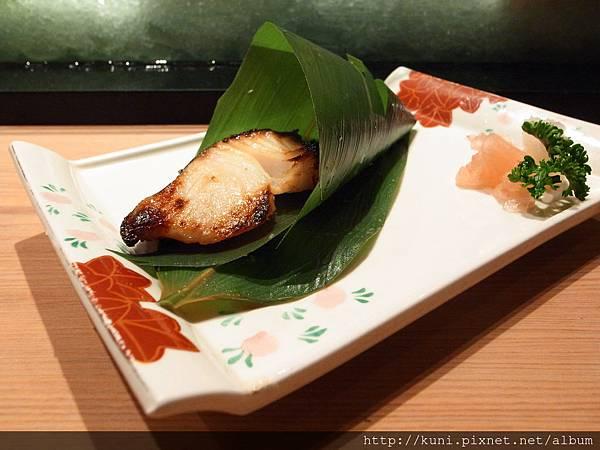 GRD3 14102013 高雄弁慶日本料理的中午握壽司套餐要價1880 (5).JPG