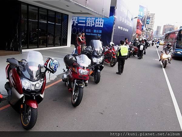 GRD3 15032014 得利休息站吃滷肉飯與勝利機車 (1).JPG