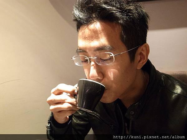 GRD3 02/2015 希望幾十年後還能如此悠閒品嘗咖啡啊...