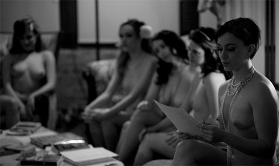 naked_girls_reading_2.jpg