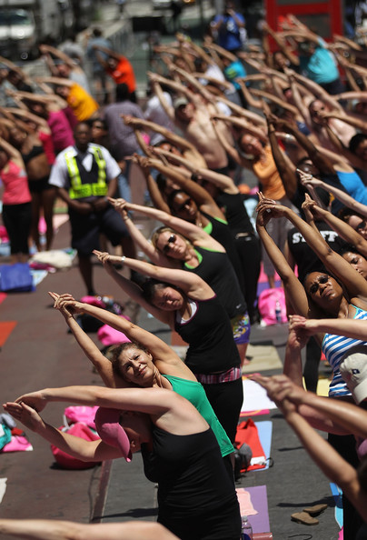 Mass+Yoga+Class+Takes+Over+Times+Square+8AJAivzvm-Ol.jpg