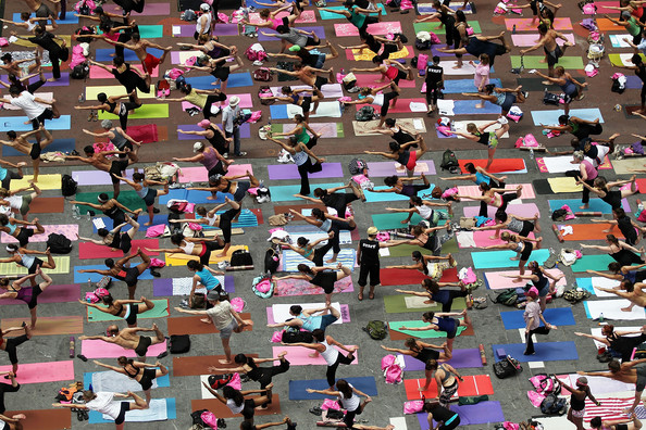 Mass+Yoga+Class+Takes+Over+Times+Square+b7gVUPw6jGVl.jpg