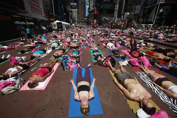 Mass+Yoga+Class+Takes+Over+Times+Square+-TEZhYzLRnil.jpg