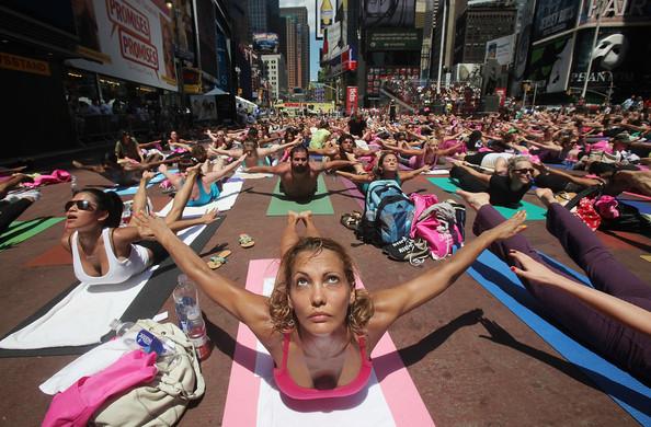 Mass+Yoga+Class+Takes+Over+Times+Square+CZfffbdIbHPl.jpg