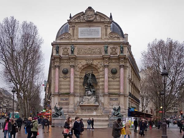 Fontaine_Saint-Michel_de_Paris_-_02.jpg