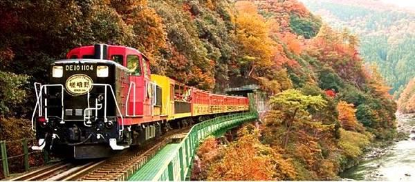 sagano-train-4.jpg