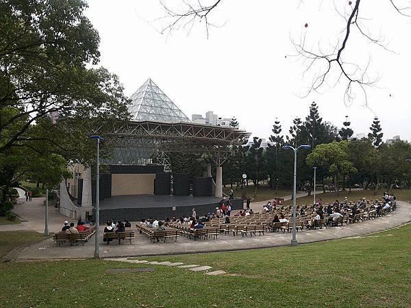 公園音樂臺1.jpg