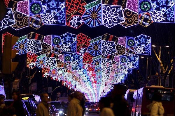 奥地利维也纳老城區11月27日開始亮燈。.jpg