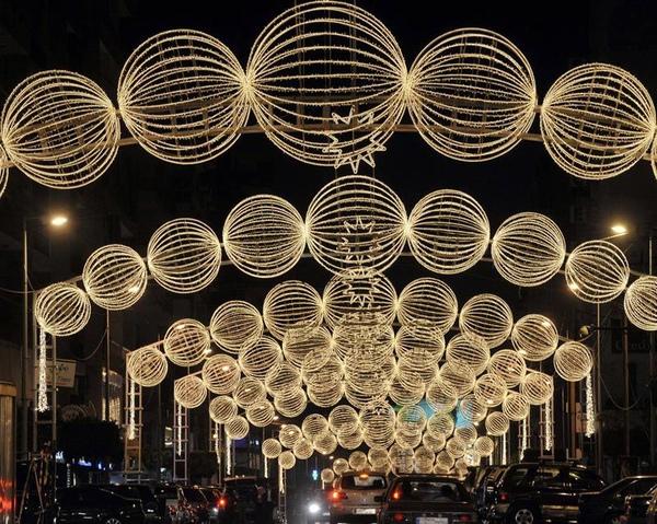 黎巴嫩貝魯特用聖誕燈飾品装飾街道。.jpg