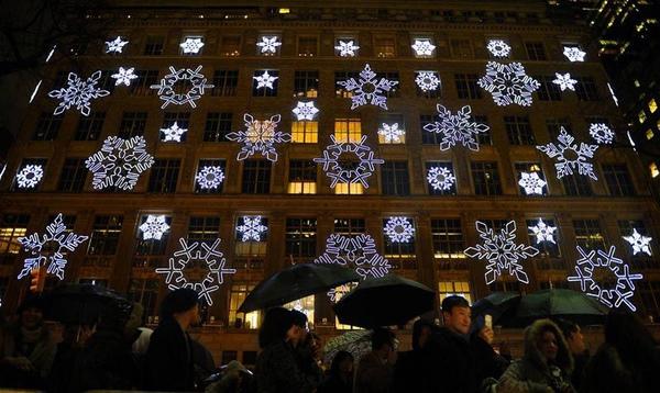 波蘭皇家城堡前舉行的一年一度的聖誕燈飾展。.jpg