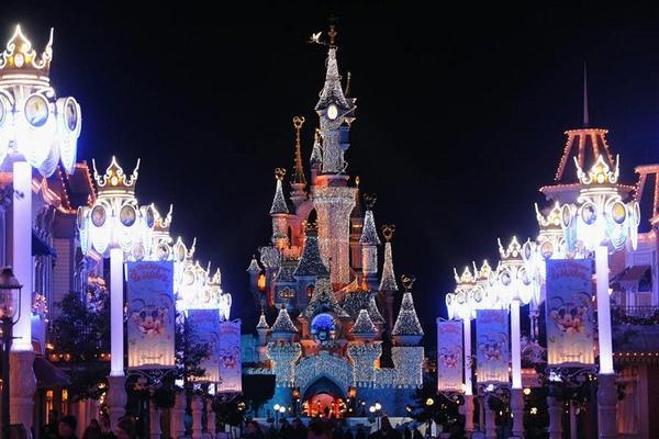 睡美人城堡是迪斯尼樂園11月7日在巴黎推出的聖誕活動新場地。.jpg