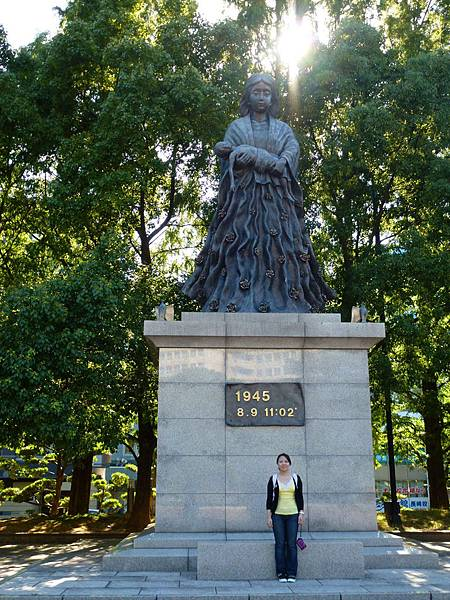 長崎市裡有很多慈母像....不知道是不是因為天主教之前是這裡的象徵...幾乎去的地方都是慈母像
