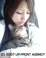 抱著貓貓也可愛