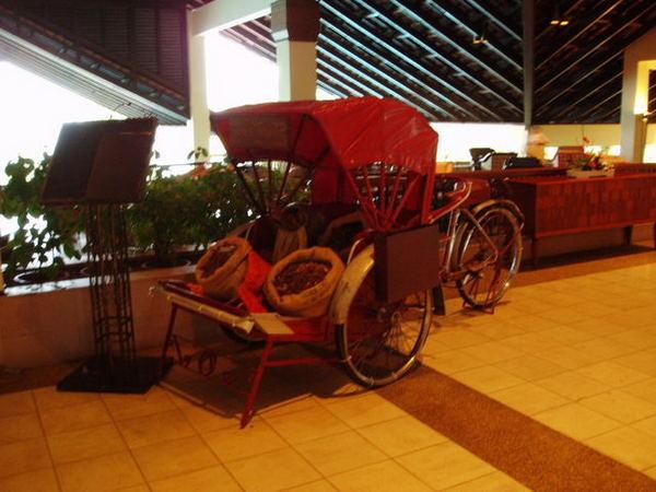 526大廳音樂吧旁的小馬車