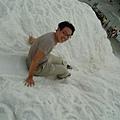 玩鹽橇滑梯