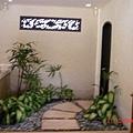 小徑造景是通往右邊房間的浴室