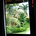 從villa窗內往外看