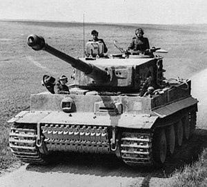 300px-Bundesarchiv_Bild_101I-299-1805-16,_Nordfrankreich,_Panzer_VI_(Tiger_I).2