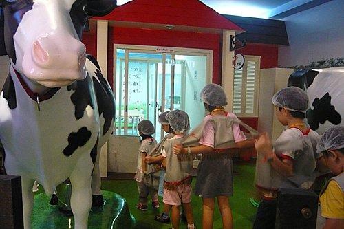 BABY BOSS職業體驗城~牧場牛奶工