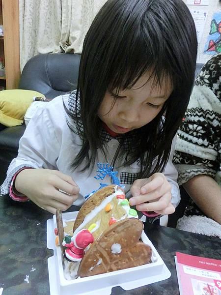 2013.12.27聖誕節小如如做薑餅屋