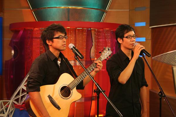 兩人現場帶來創作曲「謝謝找到」及翻唱「離人」