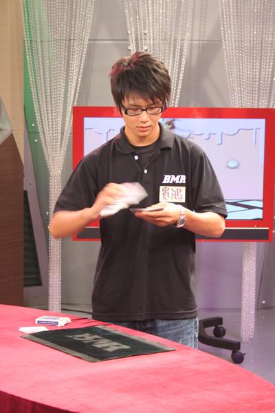 賓鴻是靦腆的魔術師