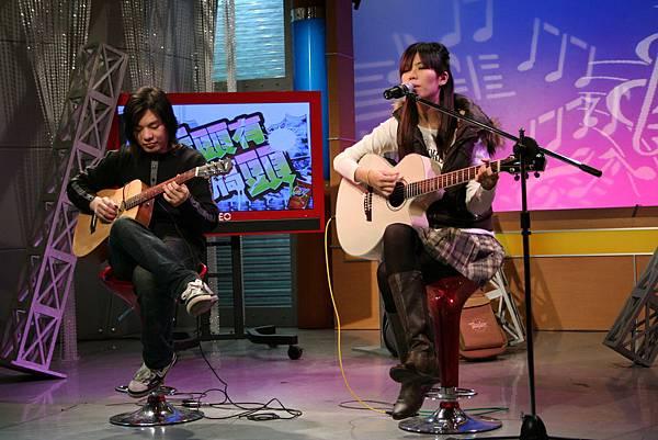 《妮古叮》樂團,是由「安妮」和「叮噹」共組的!