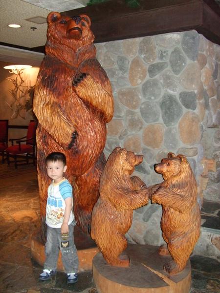 Ray和幼熊高度差不多呢!