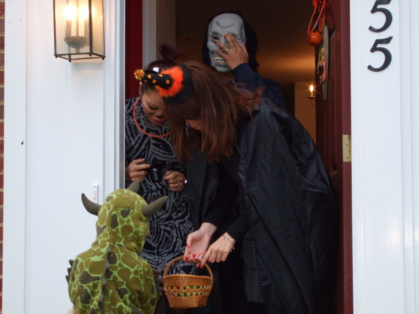 打扮得比我們還嚇人的鄰居同事~