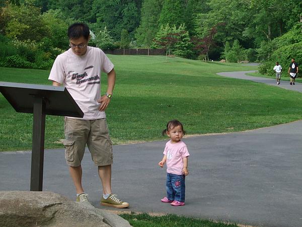 爸比正在看園區圖