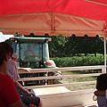 載我們到果園的接駁農車