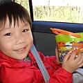 麥當勞兒童餐送的萬聖節桶﹝上面可讓小朋友自行黏貼附贈的表情和動作貼紙﹞