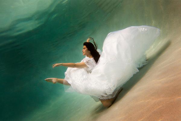 水中新娘婚紗照