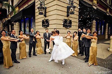 婚禮拉炮婚紗照