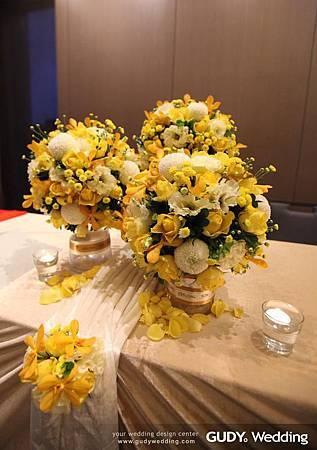 黃色系 收禮桌佈置