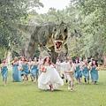 巨型恐龍襲婚禮