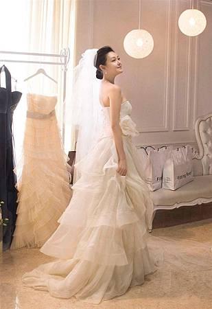 大S圓夢嬌羞穿上婚紗 拍攝廣告