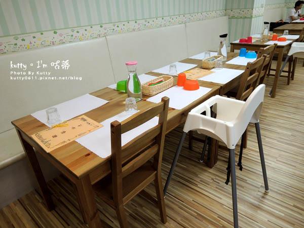 2015-9-20小p孩親子餐廳 (2).jpg
