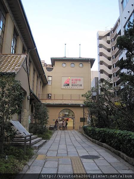 京都藝術中心大門.jpg