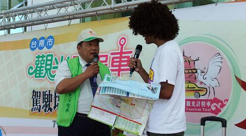 運將與外籍旅客對話.JPG