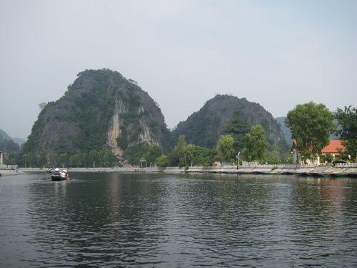 越南陸龍灣三谷湖 02.JPG
