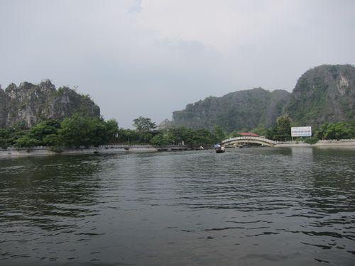 越南陸龍灣三谷湖 32.JPG