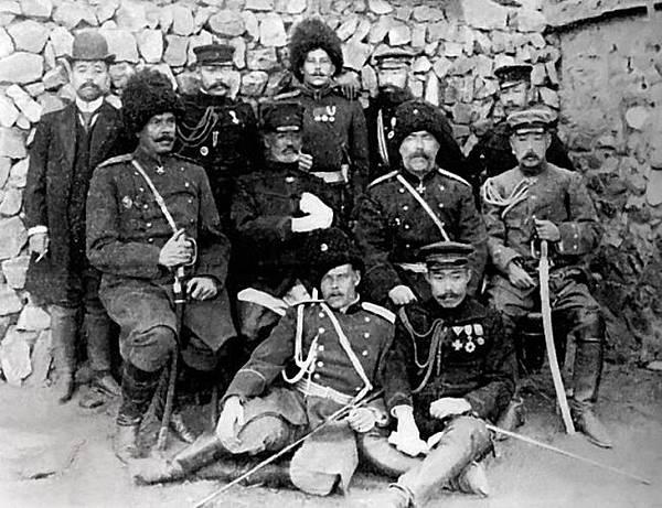 19050102旅順攻圍戰後乃木希典大將與施特塞爾中將(中央二人)會見